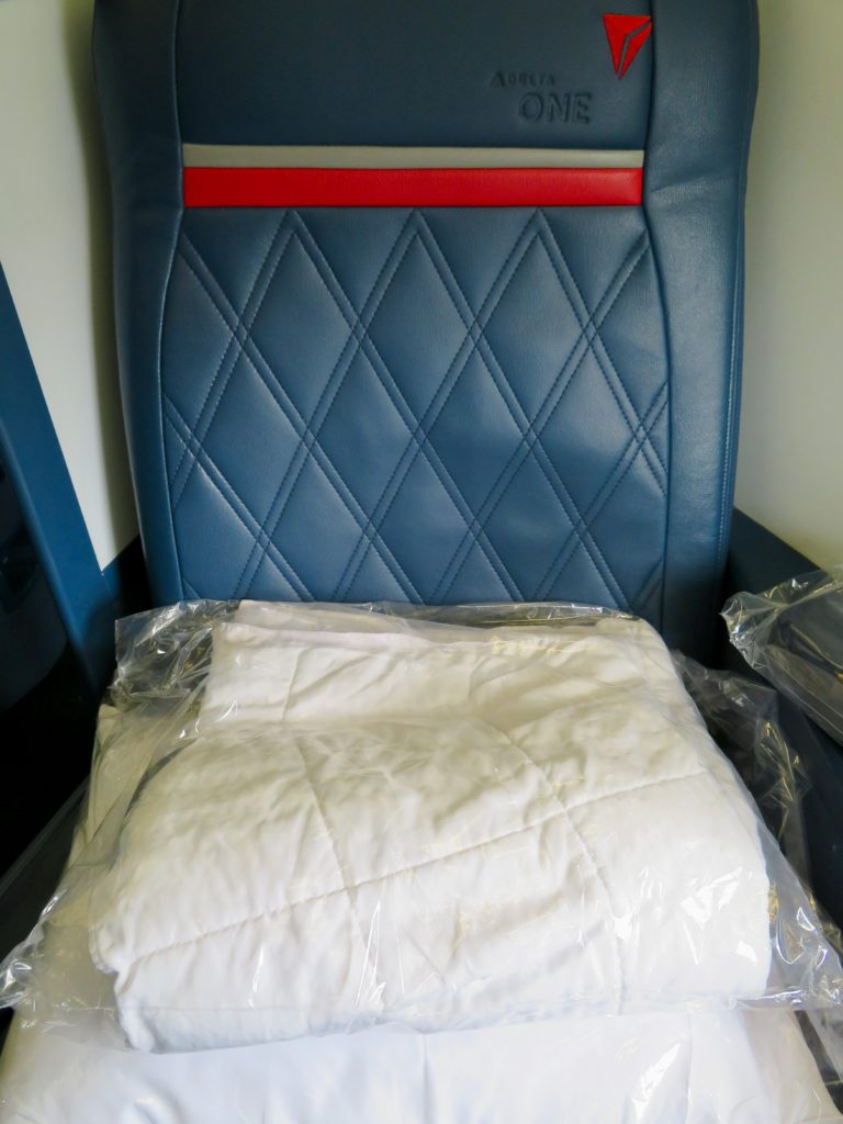 This image has an empty alt attribute; its file name is 16-Delta-One-business-bed-768x1024.jpeg