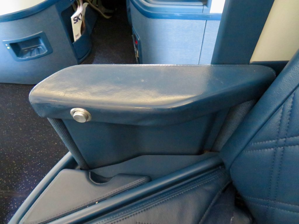 This image has an empty alt attribute; its file name is 17-Delta-One-businee-class-seat-arm-rest-1024x768.jpeg