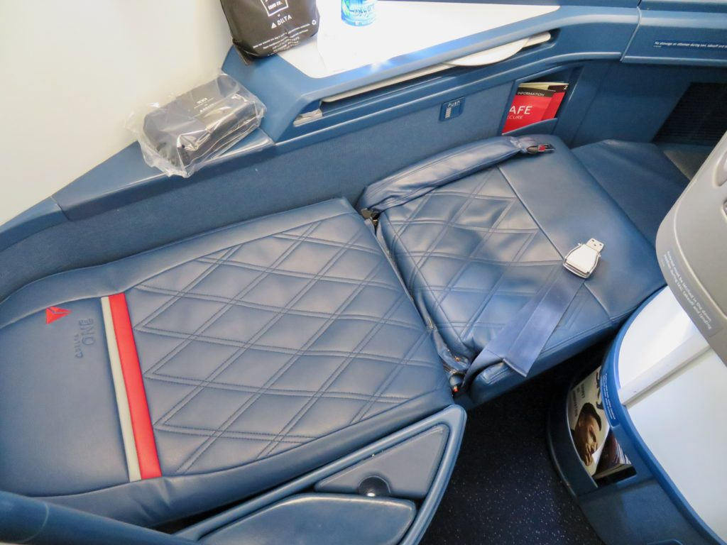 This image has an empty alt attribute; its file name is 19-Delta-One-business-class-seat-bed-1024x768.jpeg