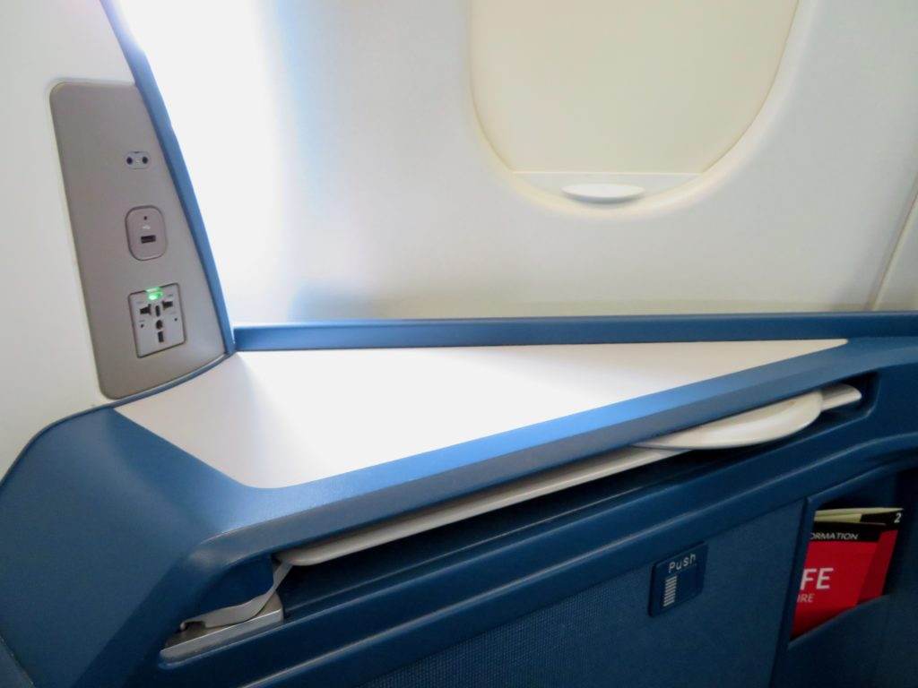 This image has an empty alt attribute; its file name is 22-Delta-One-business-class-side-table-1024x768.jpeg